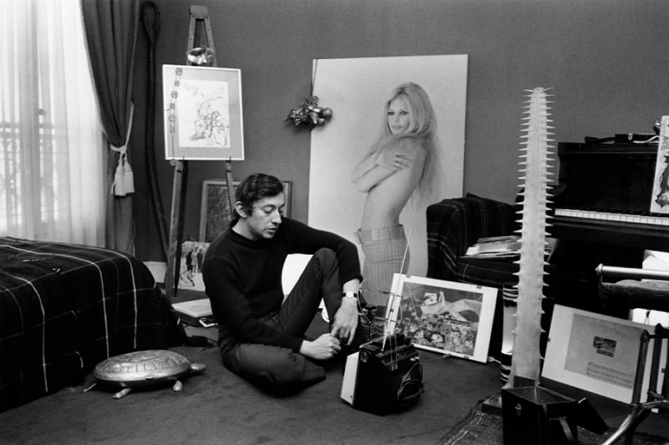 photo-gainsbourg-chez-ses-parents--1968-jacques-aubert.jpg